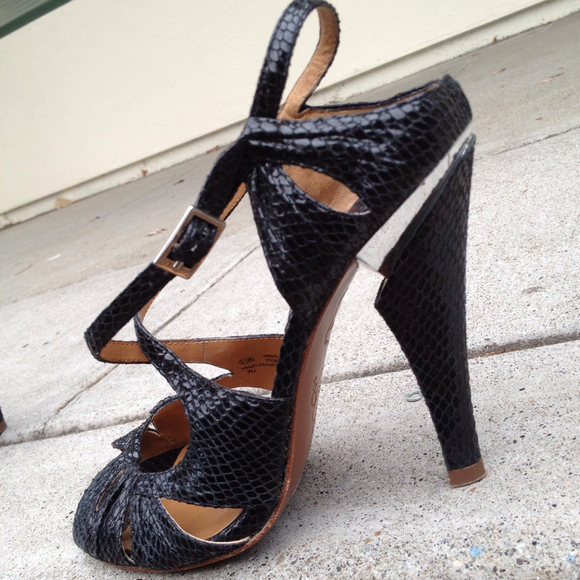 Shoes - oh...Deer snake print heels