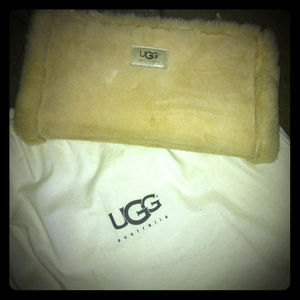 Handbags - UGG fur purse REDuCED!!!!💗🌟🌟 ms December77