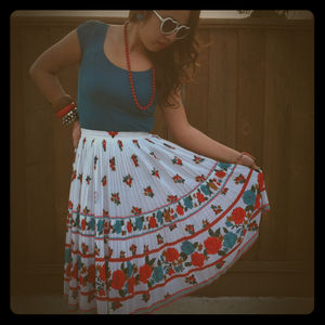 Dresses & Skirts - Gorgeous vintage Japanese floral pleated skirt