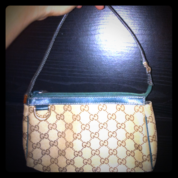 Gucci Handbags - Authentic Gucci pouchette
