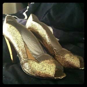 Gold snakeskin scalloped stilettos