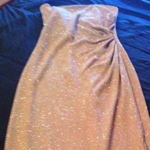 Dresses & Skirts - Body-hugging gold w/gold detail strapless formal