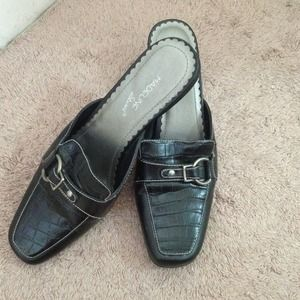 Shoes - Black slip on shoe size 6