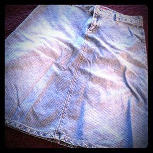 Knee length denim skirt with light sandblasting