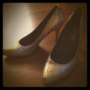 Donald J Pliner Shoes - RESERVED for @linzluvslabels