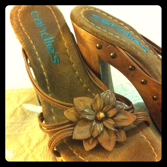 NWoT Candie's heels with leather sole