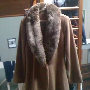 Outerwear - Vintage 1960-70's camel coat w/ faux fur collar