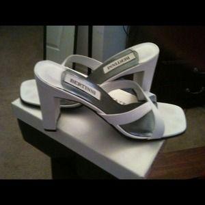 Shoes - *New* White sandal heel