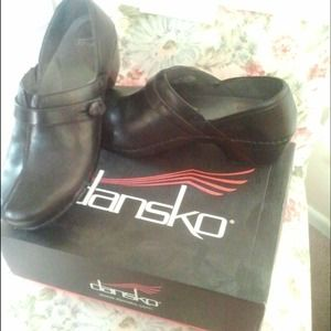 Shoes - Dansko Black Leather Shoe - Solstice