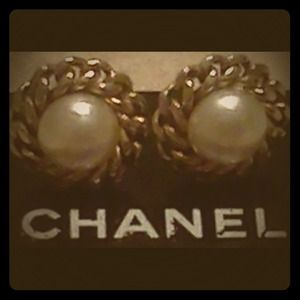 CHANEL Jewelry - Authentic vintage Chanel clip on earrings