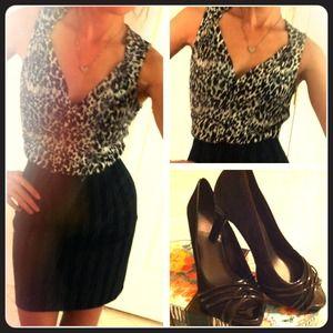 Ann Taylor  leopard V neck top..🎁🎁