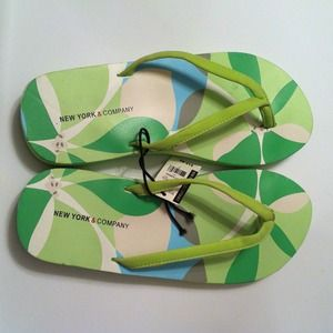 Shoes - Brand New w/ Tag✨Spring Flip Flops