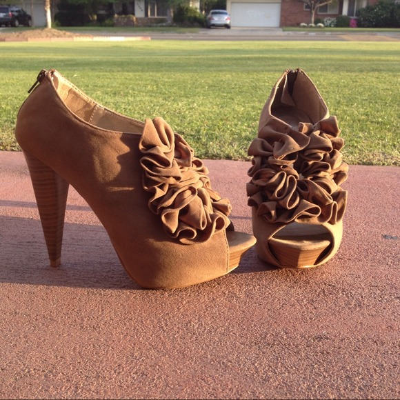Shoes - Ruffled booties 2
