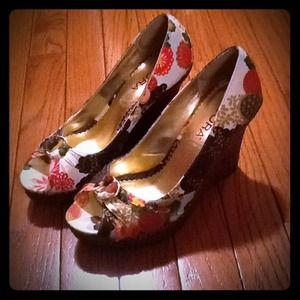 icora Shoes - Cute flower print wedges!!!