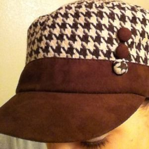 David & Young Accessories - **RESERVED** Cute brown houndstooth hat!