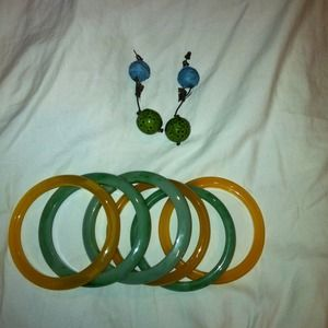 Jewelry - Bangles and earrings bundle