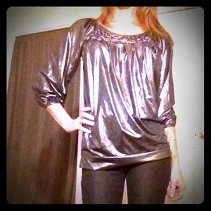 Metro Style Tops - 🌺Metro Style silver top!