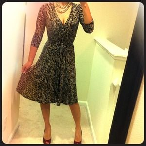 Jones New York Dresses & Skirts - RESERVED @ldvorak - Graphic print wrap dress