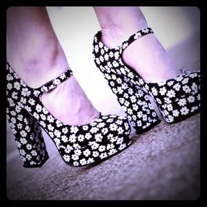 Shoes - Forever 21 flower heels