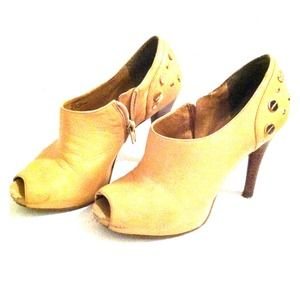 BCB Girls Size 6 Shoe