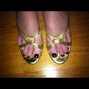 Banana Republic Sz 8 Gold Sandals, 1.5 inch heel
