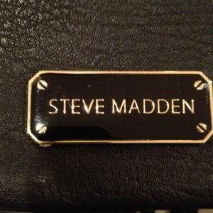 Steve Madden Bags - ~Reduced!~👜Steve Madden fringed clutch/purse