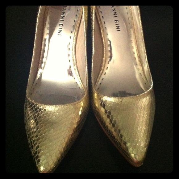 a076202b613126 Gianni Bini Shoes - Gold Leather Snake Print Heels 8