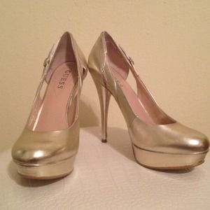 Guess Shoes - 🔥REDUCED🔥👠 Guess gold heels👠