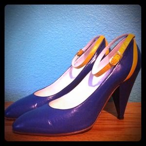 Gucci Shoes - 💙💛Vintage Gucci Colorblock Heels 💙💛