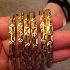 Jewelry - Set of six bangles goldtone