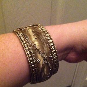 Jewelry - Goldtone hinged bangle