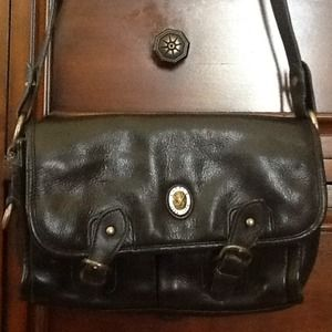 Handbags - BLACK DKNY Handbag!!