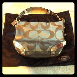 Coach Handbags - 🌸AUTHENTIC Coach bag