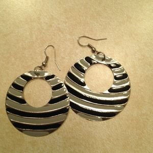Jewelry - ** Reduced AGAIN!! ** Black & gray earrings