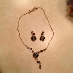 REDUCED Gold tone and army green necklace set