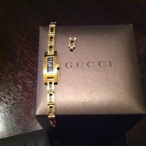 Gucci Accessories - Gucci bracelet watch