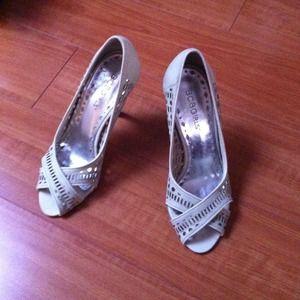 Shoes - BCBGirls pale green open toe pumps