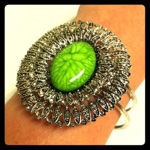 Jewelry - 💚Big Bud Bangle💚