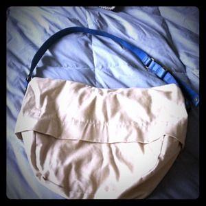 GAP Handbags - 💢SOLD💢 Fabulous Gap crossbody bag!