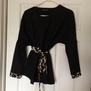 Tops - 🌟TRADE w/ @lauraried73 🌟Blk top w/leopard accent