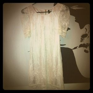 H&M Dresses & Skirts - REDUCED! Ivory Floral Lace Dress