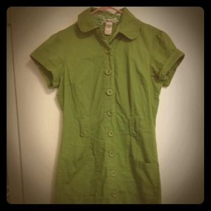 Dresses & Skirts - Green button down shirtdress
