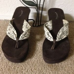 Shoes - Awesome wedge sandals with flowers and glitter NEW