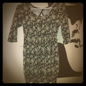Dresses & Skirts - Open Back Vintage Style Floral Dress