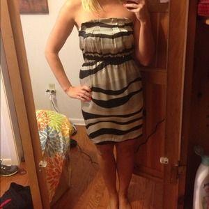 Dresses & Skirts - Black and white strapless dress 💥