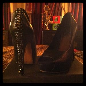 Vince Camuto Shoes - SOLD  @thenewby Vince Camuto Mestana pumps