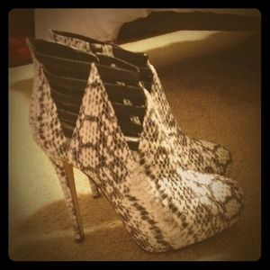 Shoedazzle Shoes - Rsvd for @alinab_23 Killer Snake skin booties