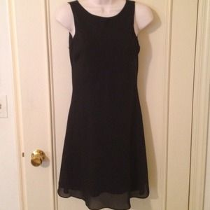 Dresses & Skirts - Black sheer slvless back v dress size 3/4