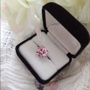 Jewelry - 🎀 Pretty Pink Ring 🎀