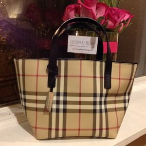Burberry Handbags - ✋Reserved @ljacob4811✋Burberry Nova Check tote.